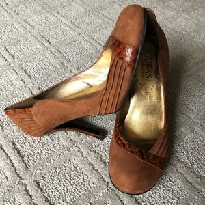 NWT GUESS BY MARCIANO SUEDE LEATHER PUMPS